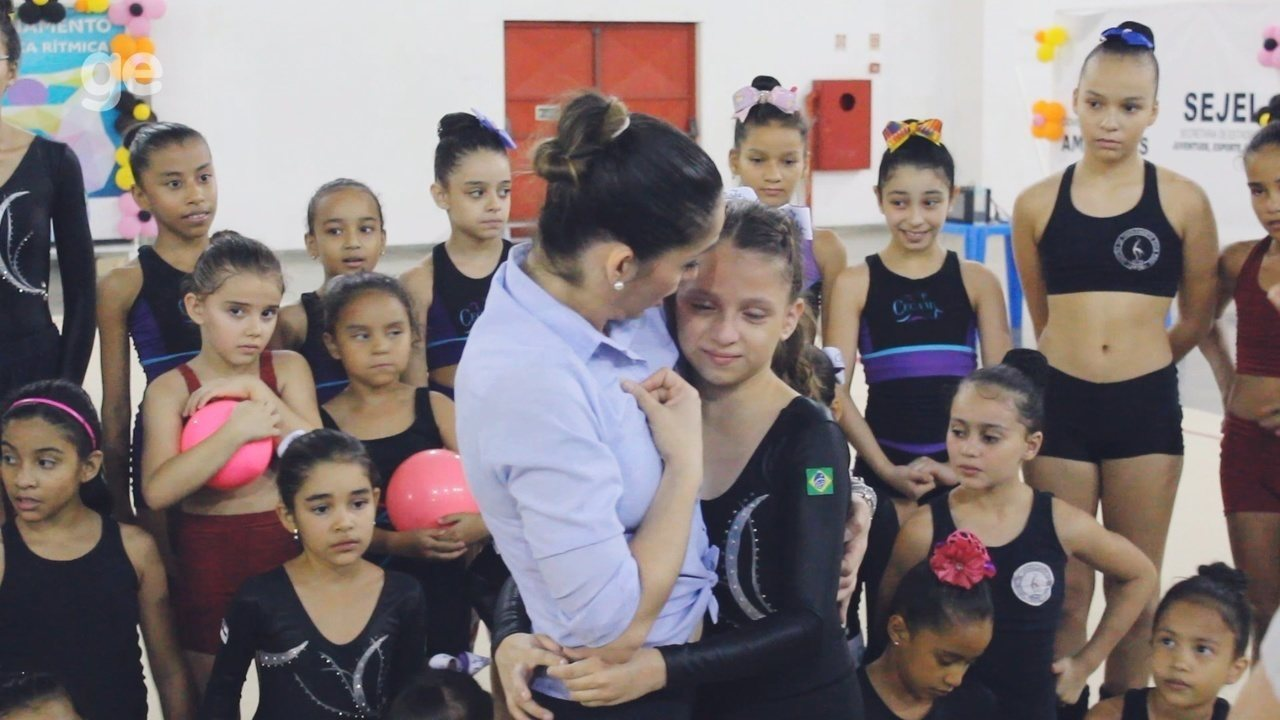 Daniele Hipólito visita centro de treinamento de ginastas em Manaus