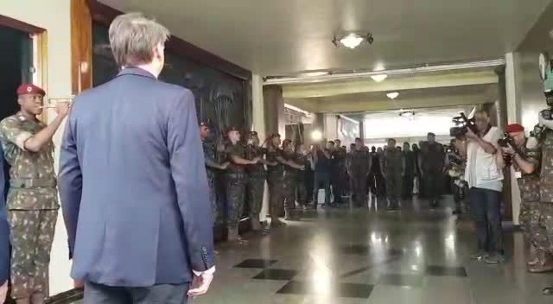 Jair Bolsonaro em cerimônia da Brigada Paraquedista na Vila Militar, no Rio