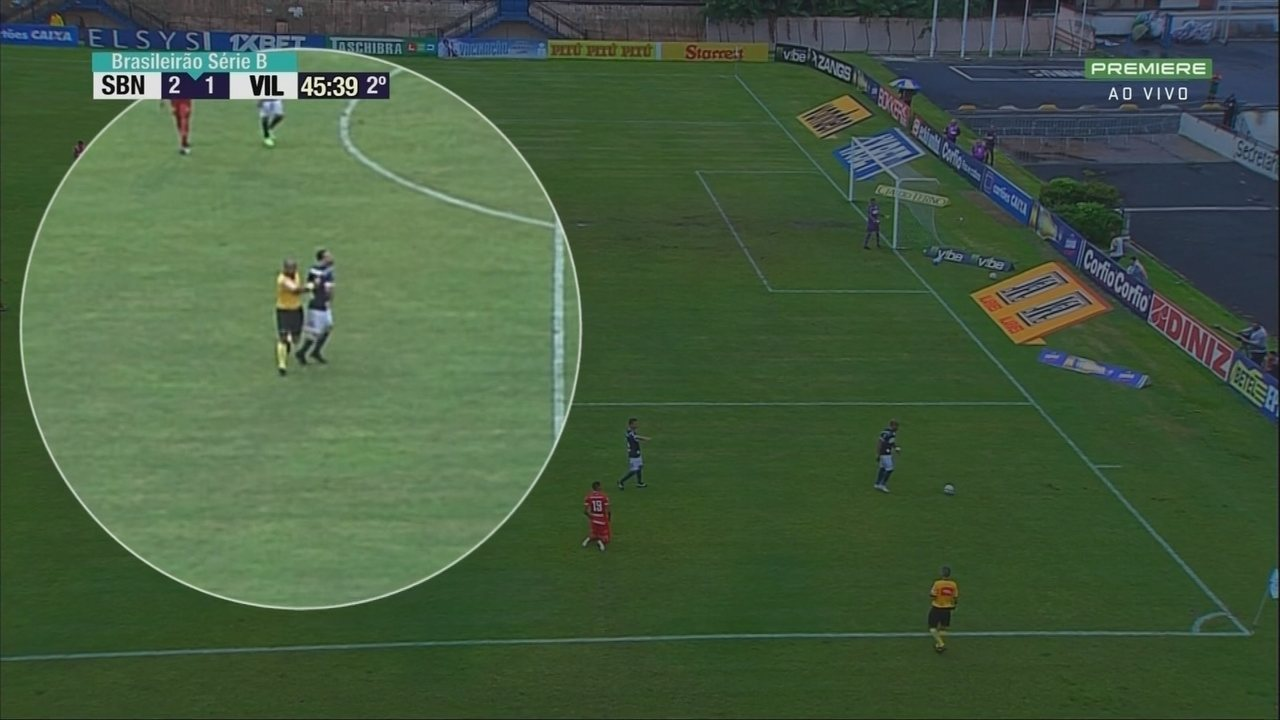 Árbitro dá empurrão em Dudu Vieira em jogo entre São Bento e Vila Nova