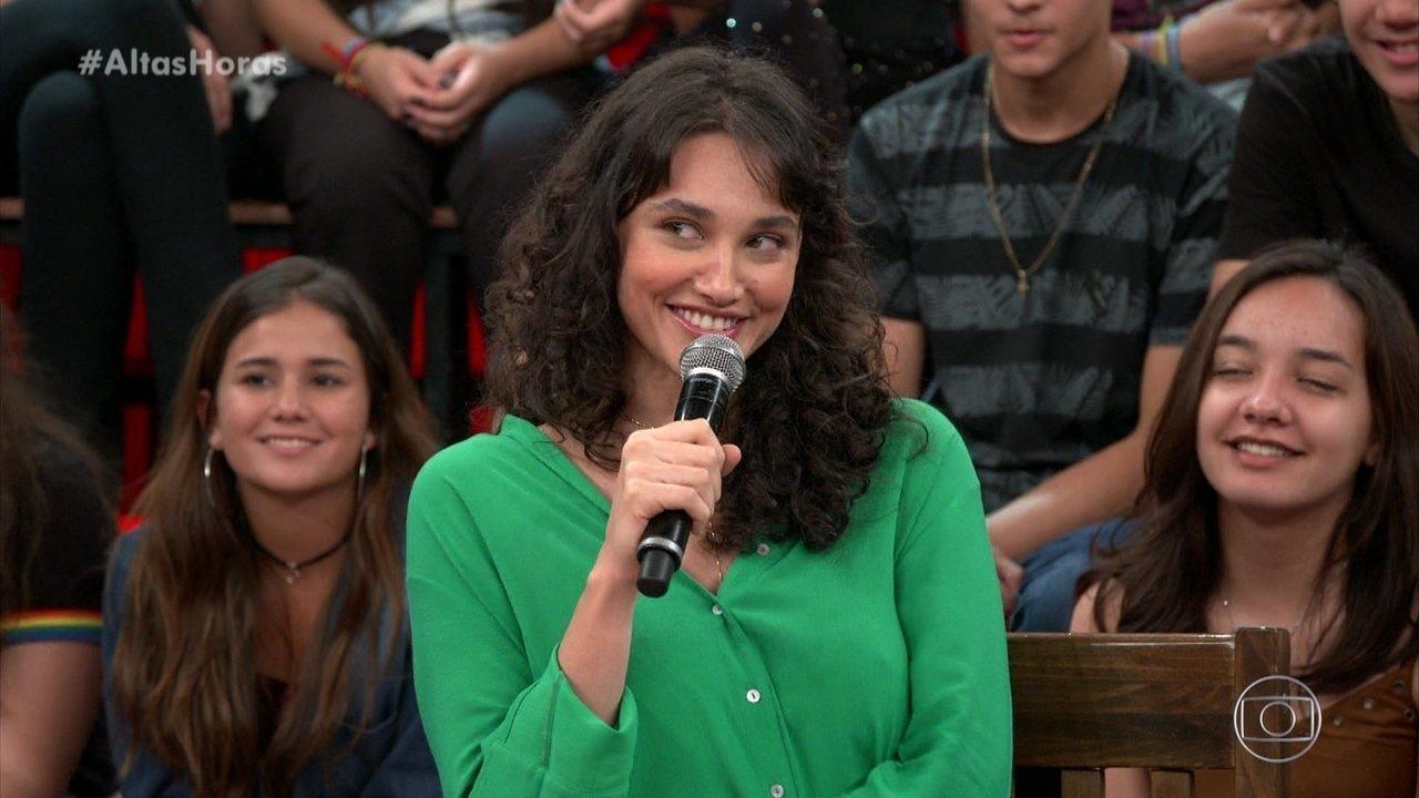 """Débora Nascimento diz que era """"bicho do mato"""" nos anos 90"""