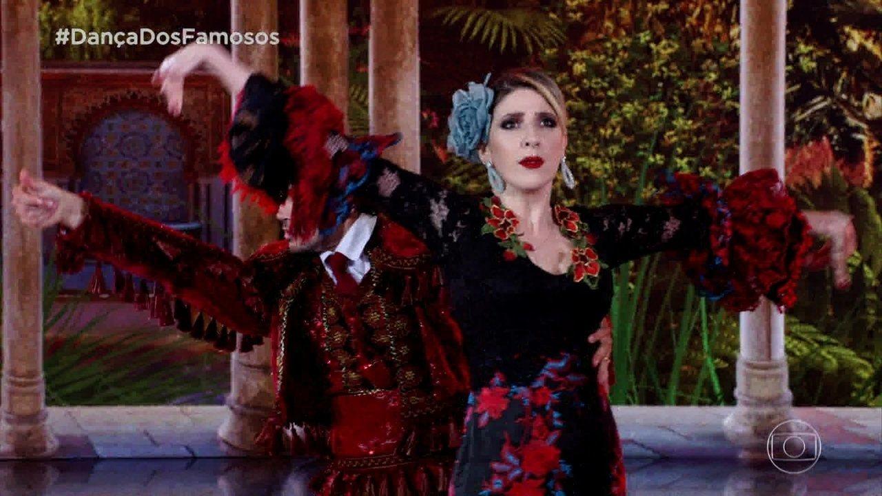 Dani Calabresa e Reginaldo Sama dançam o paso doble