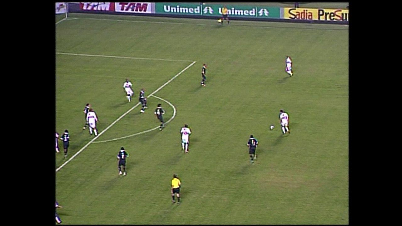 Hernanes marca um golaço contra o Atlético-MG em 2008