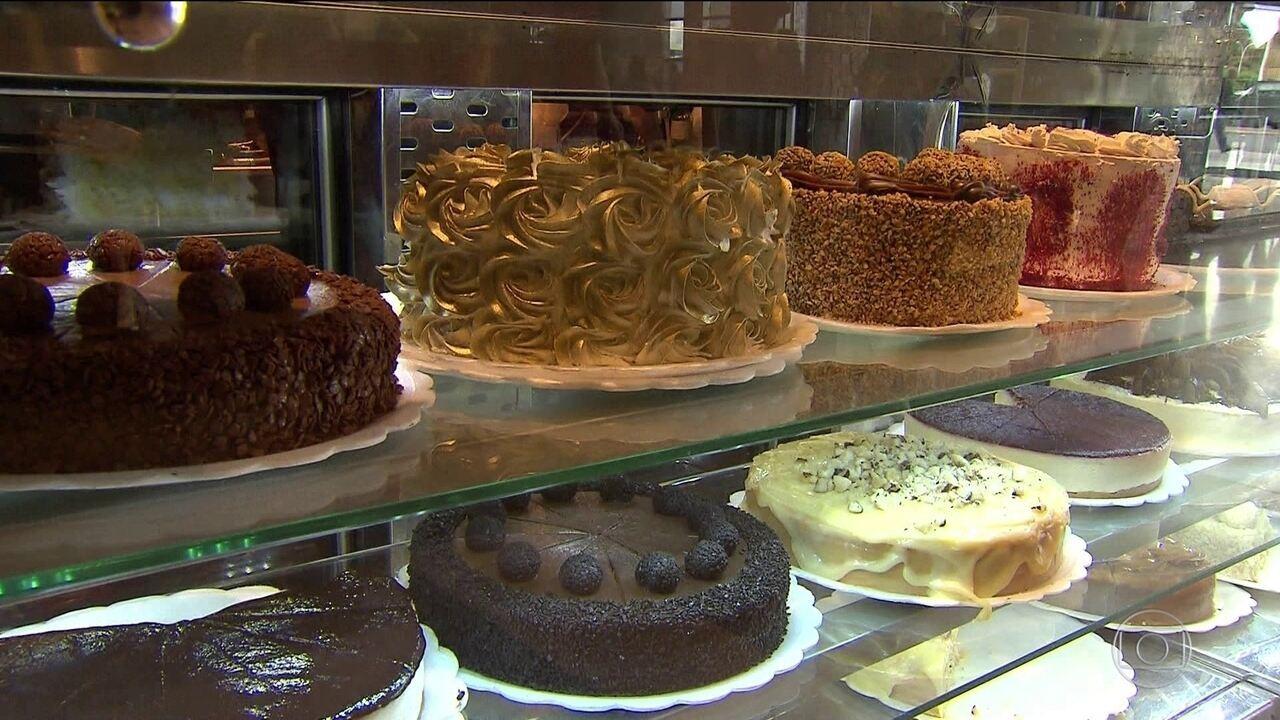 Indústrias de bebidas e alimentos fecham acordo com governo para reduzir açúcar.