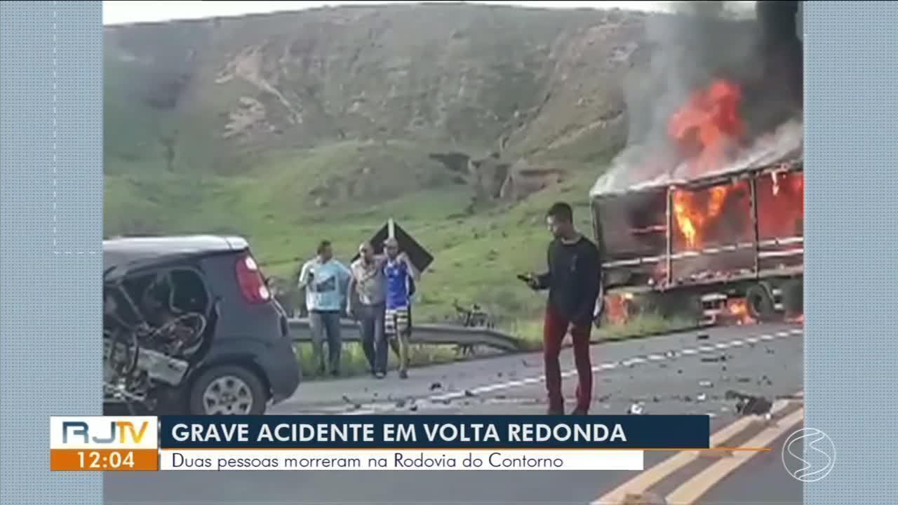 feaf43e296b Dois morrem em acidente entre carro e caminhões na Rodovia do Contorno