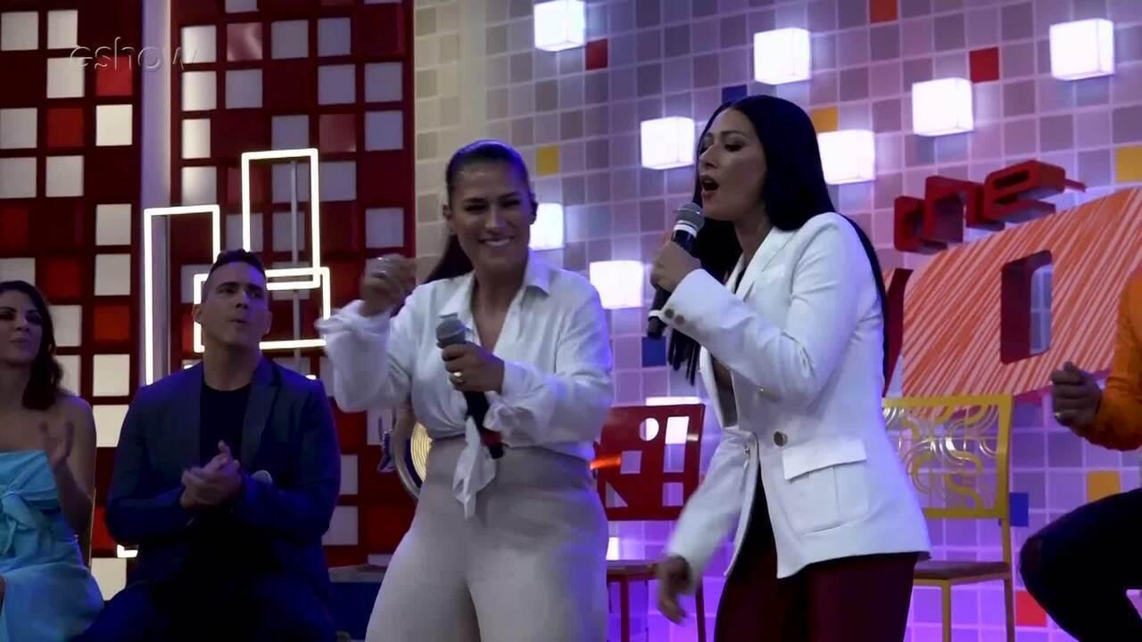 Simone e Simaria se apresentam na coletiva do 'The Voice Kids'