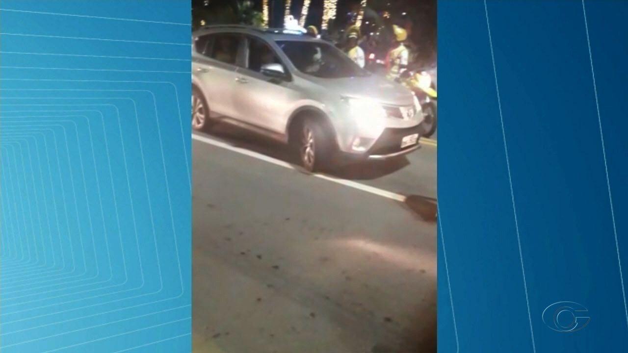 Polícia conduz veículo de motorista supostamente embrigado na orla de Maceió