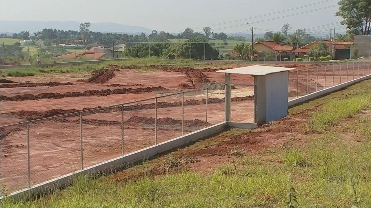 Moradores reclamam de demora nas obras em Boituva