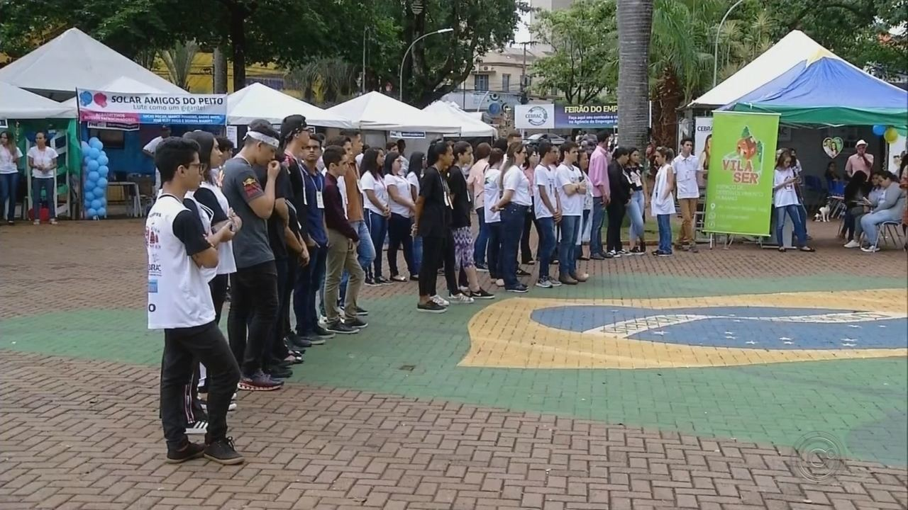 Estudantes de cursos técnicos apresentam ideias empreendedoras durante feira em Ourinhos