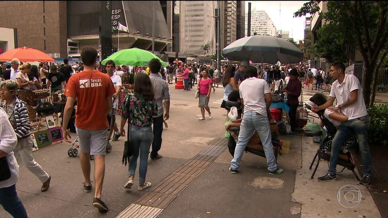 Mais de 11 milhões de pessoas trabalham sem carteira assinada no Brasil, diz IBGE