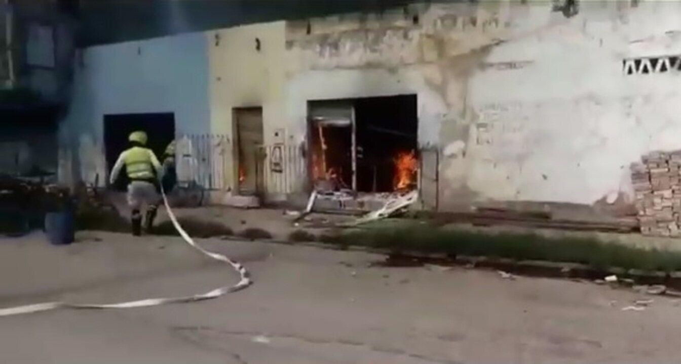 Imóveis pegam fogo no Poço, em Maceió