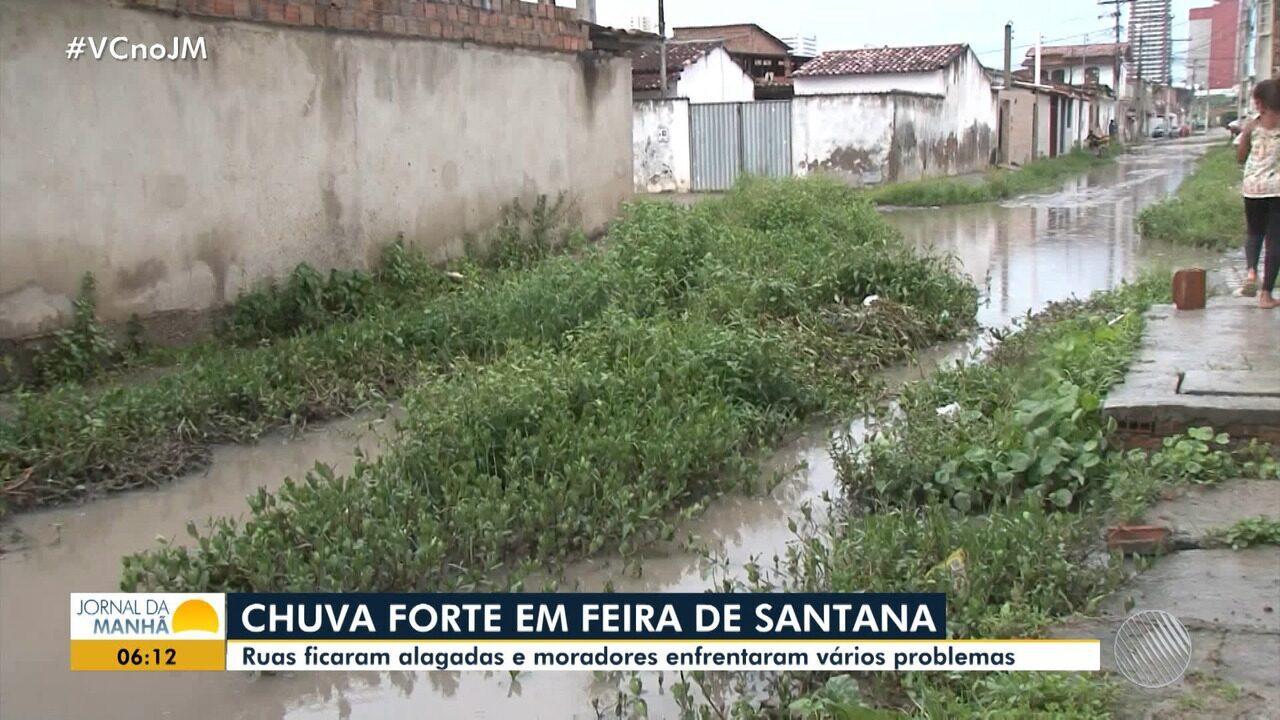 Feira de Santana: chuva forte alaga ruas e moradores enfrentam problemas