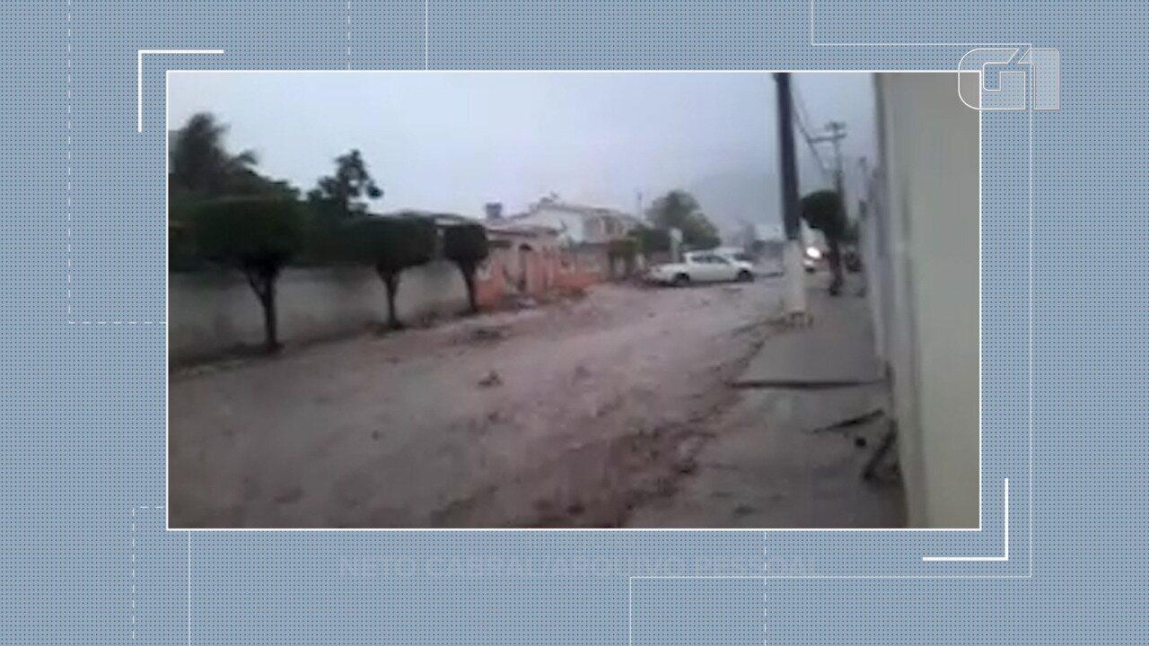 Moradores registram momento que forte chuva caia em Milagres, no Centro Sul baiano