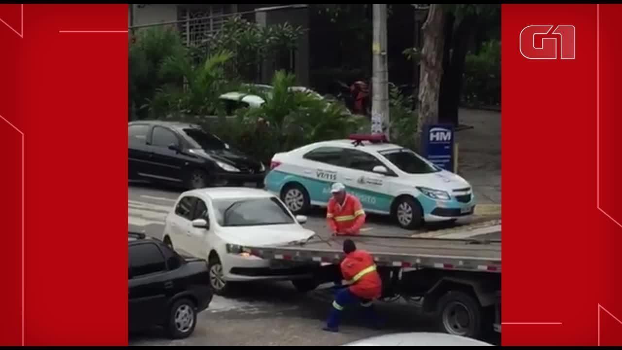 Guincho de órgão de trânsito bate em carro que recolhia em Fortaleza