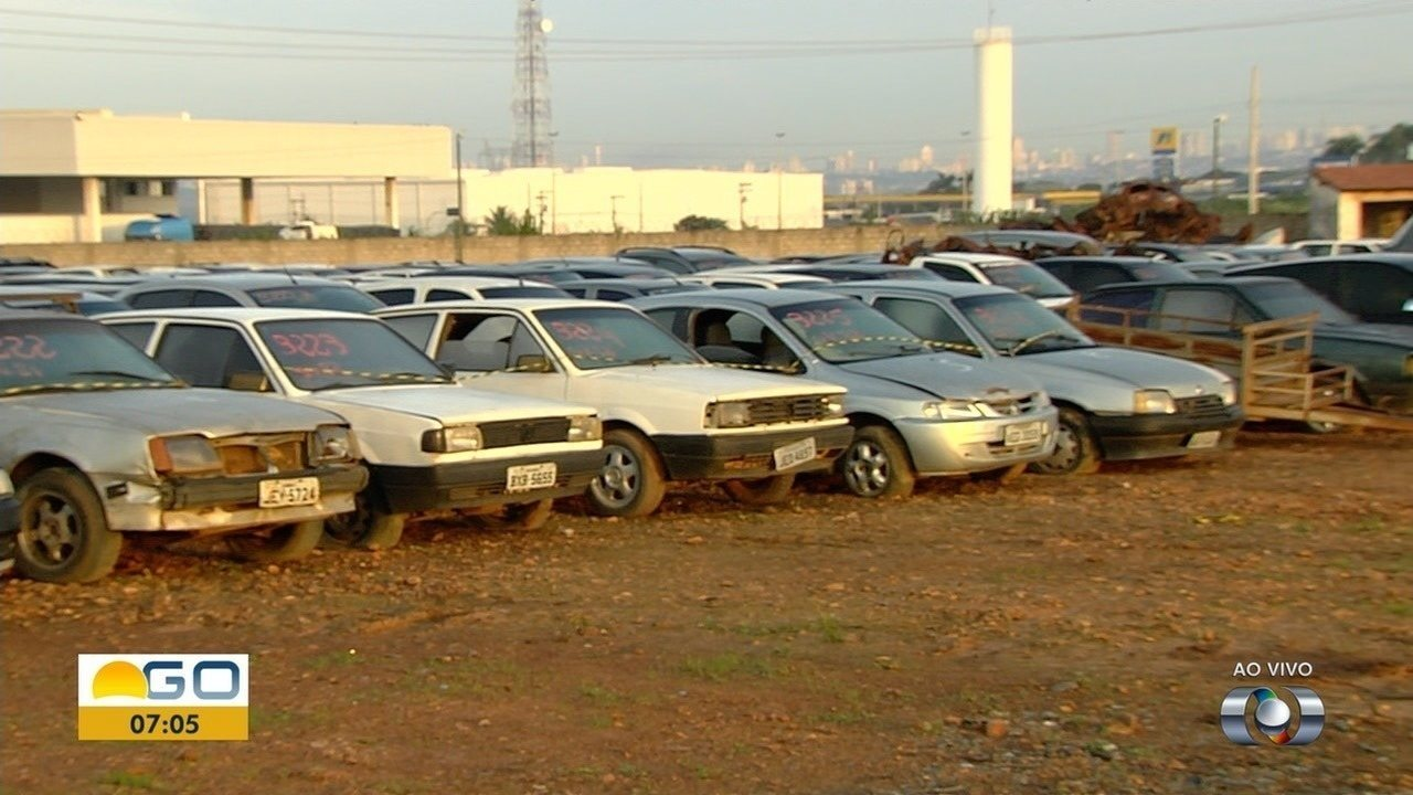 Detran faz leilão de mais de três mil veículos, em Goiânia