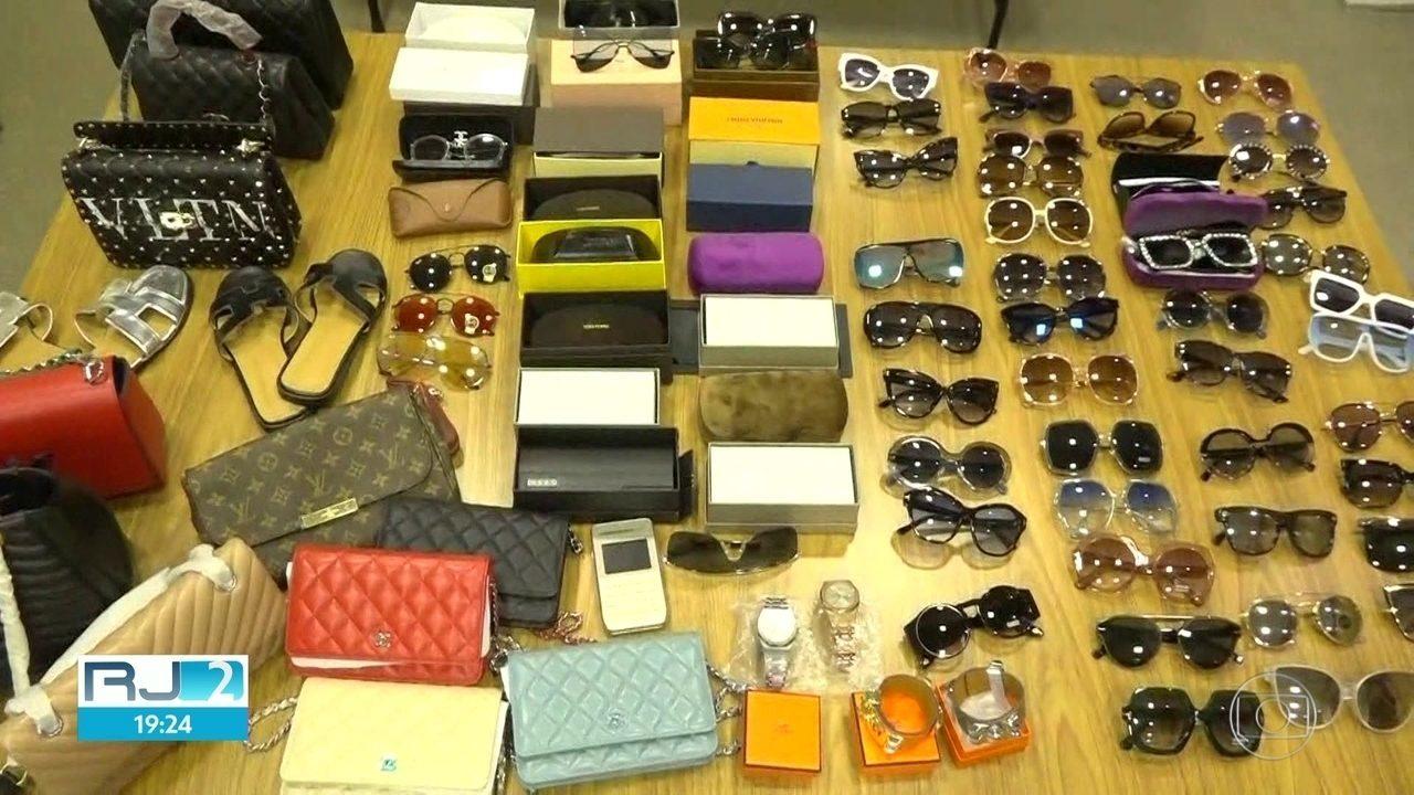 cc9291546d1 Mulher é presa no Rio suspeita de vender produtos falsificados de ...