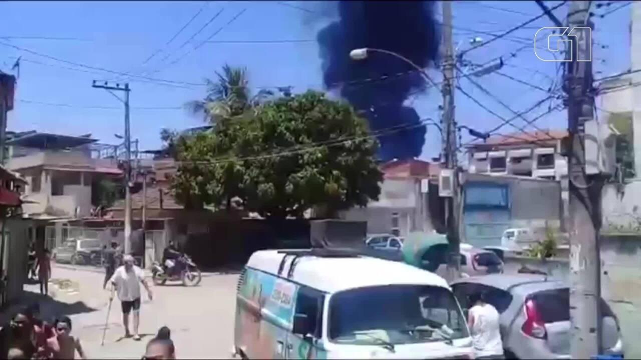 Vizinhos da refinaria correm assustados com o fogo