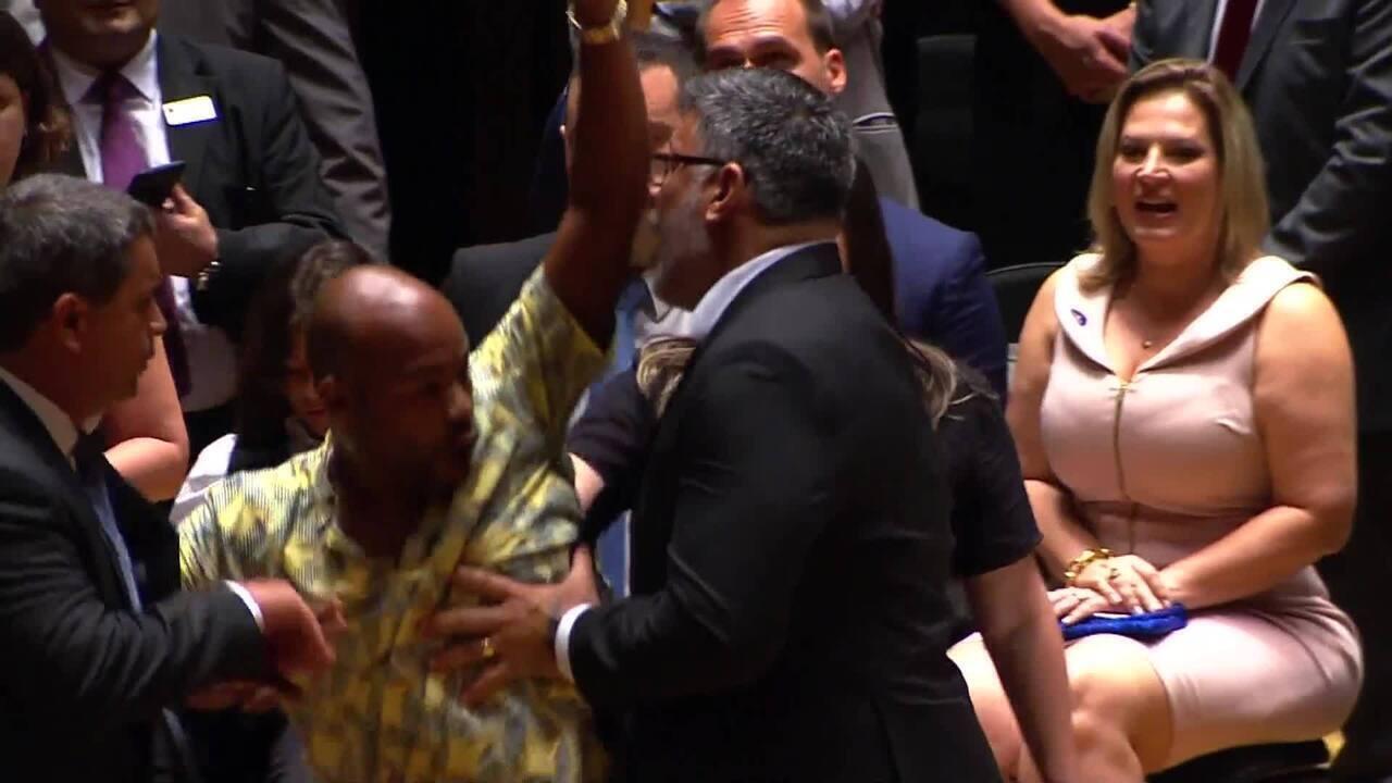 Diplomação de deputados eleitos em São Paulo tem confusão