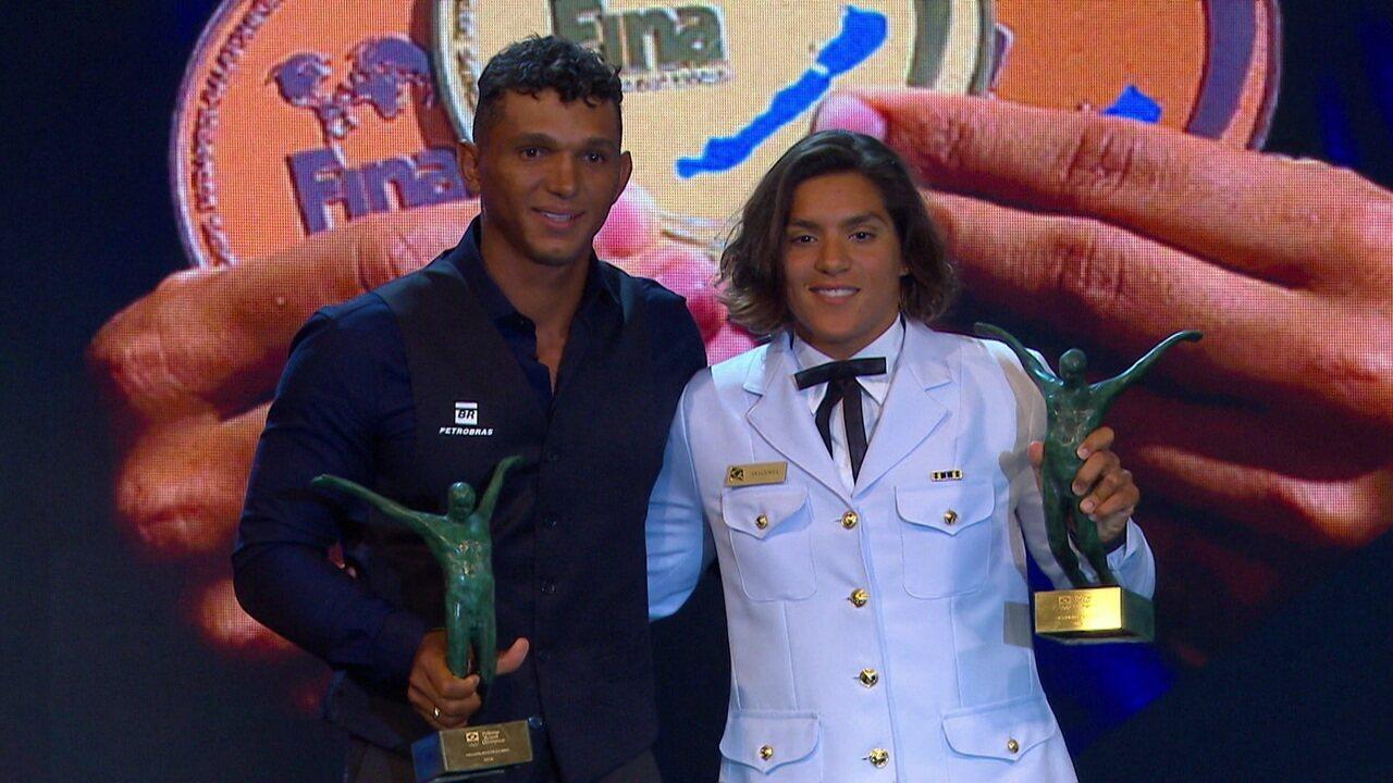 Ana Marcela Cunha e Islaquias Queiroz recebem o prêmio de atletas do ano