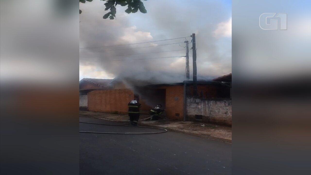 Homem põe fogo em casa após brigar com a ex-mulher e o filho em Botucatu