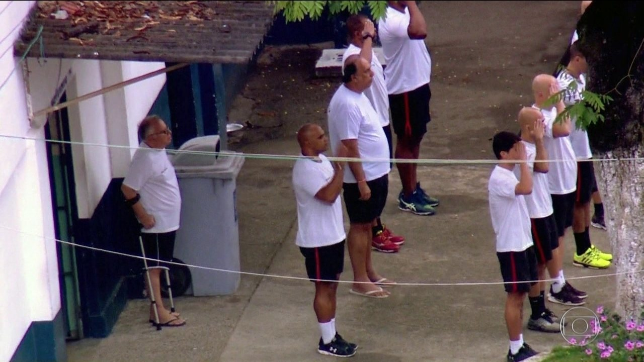 Polícia encontra moedas estrangeiras na cela de Pezão em Niterói (RJ)
