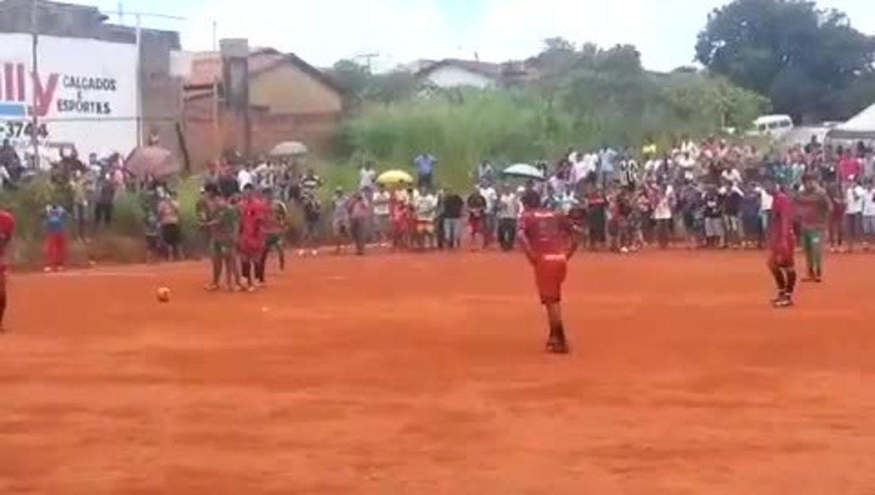 Com gol de pênalti, Dudu empata final na várzea em Goiânia
