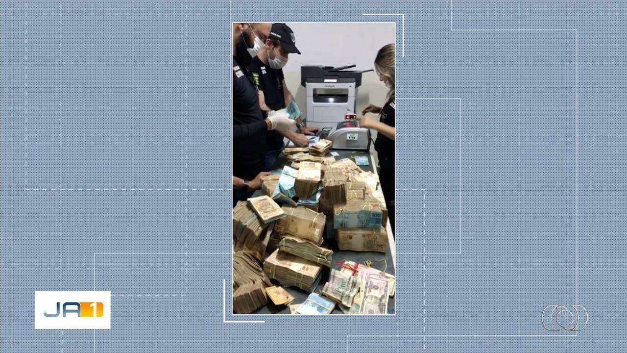 Mala com dinheiro achada em porão escondido de casa de João de Deus tinha R$ 1,2 milhão