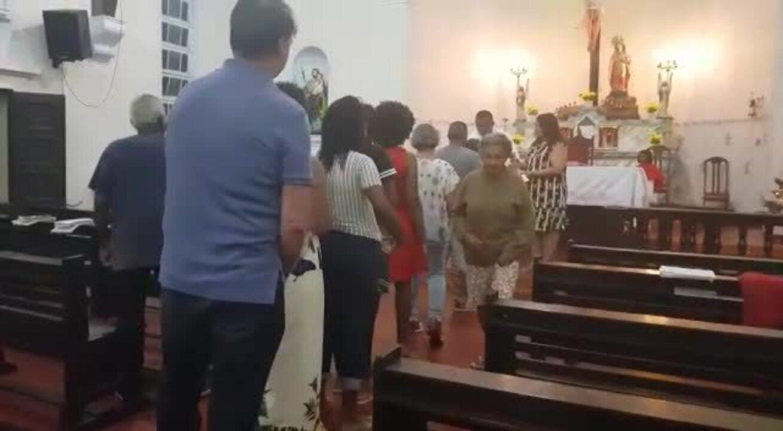 Bolsonaro vai à missa em base da Marinha no RJ