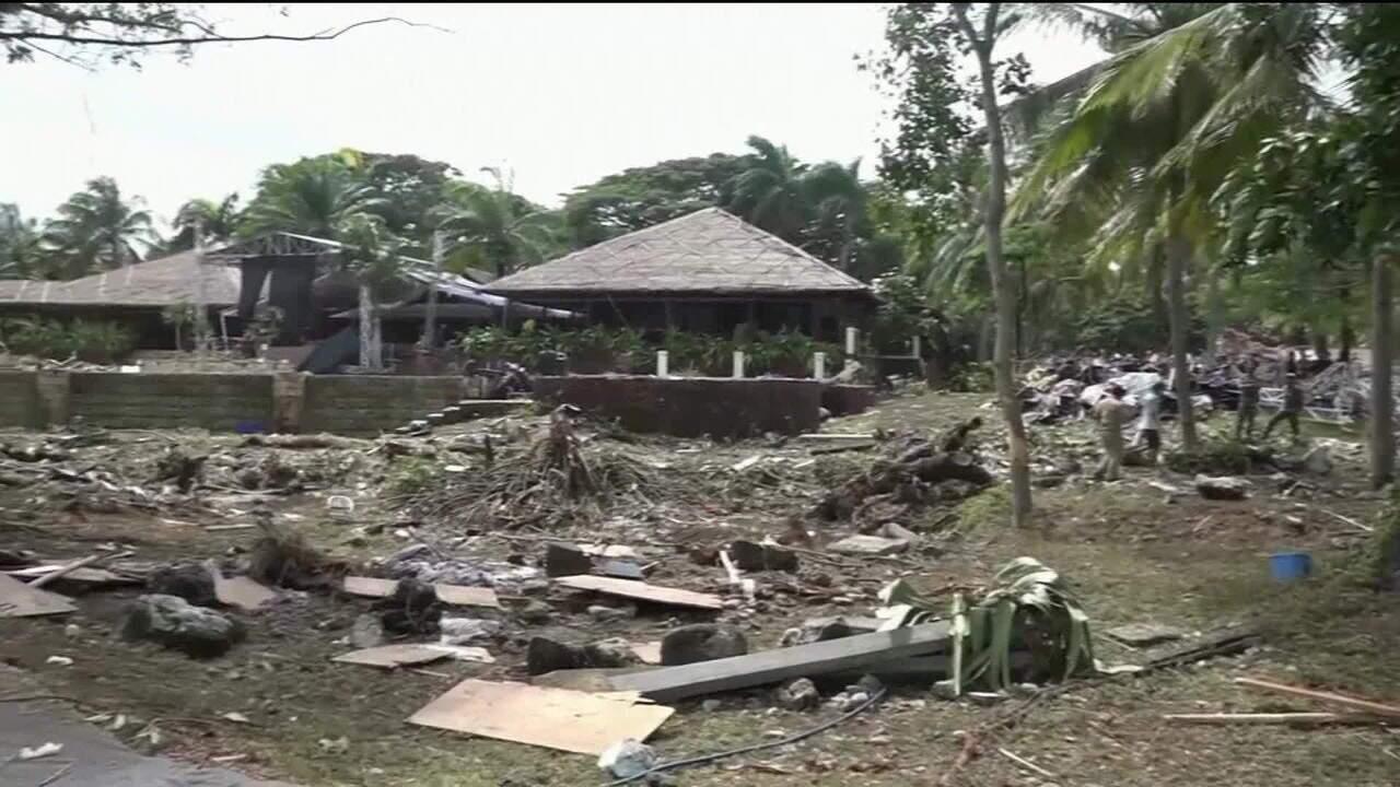 Número de vítimas de tsunami na Indonésia passa de 400