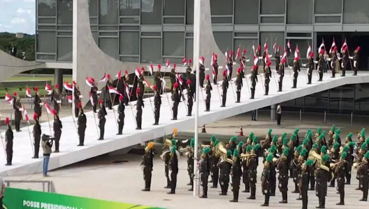 Figurantes simulam subida da rampa do Planalto em ensaio da posse de Bolsonaro