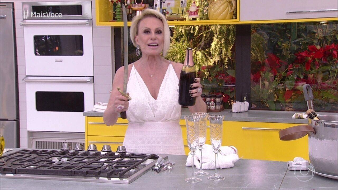 Ana Maria Braga abre a garrafa de espumante com espada