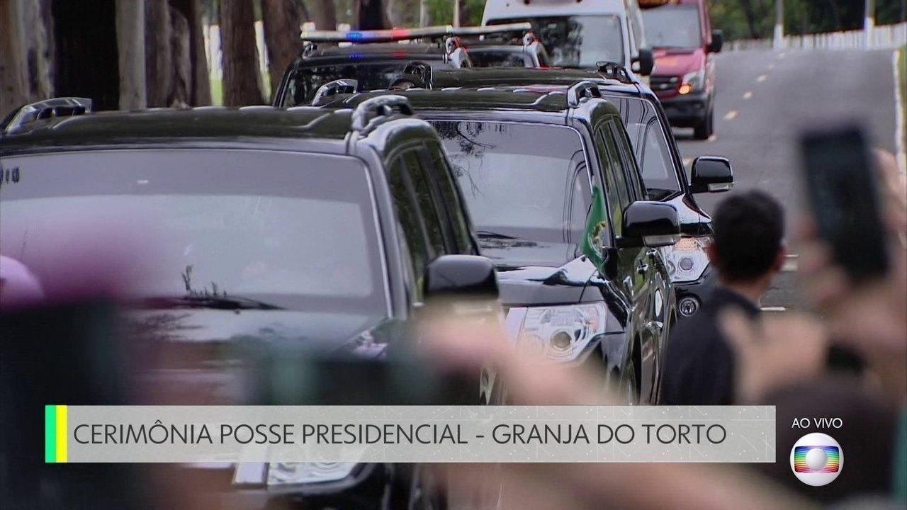Comboio com Bolsonaro e Michelle deixa Granja do Torto em direção à Catedral de Brasília