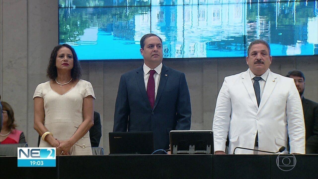 Reeleito, Paulo Câmara toma posse como governador de Pernambuco
