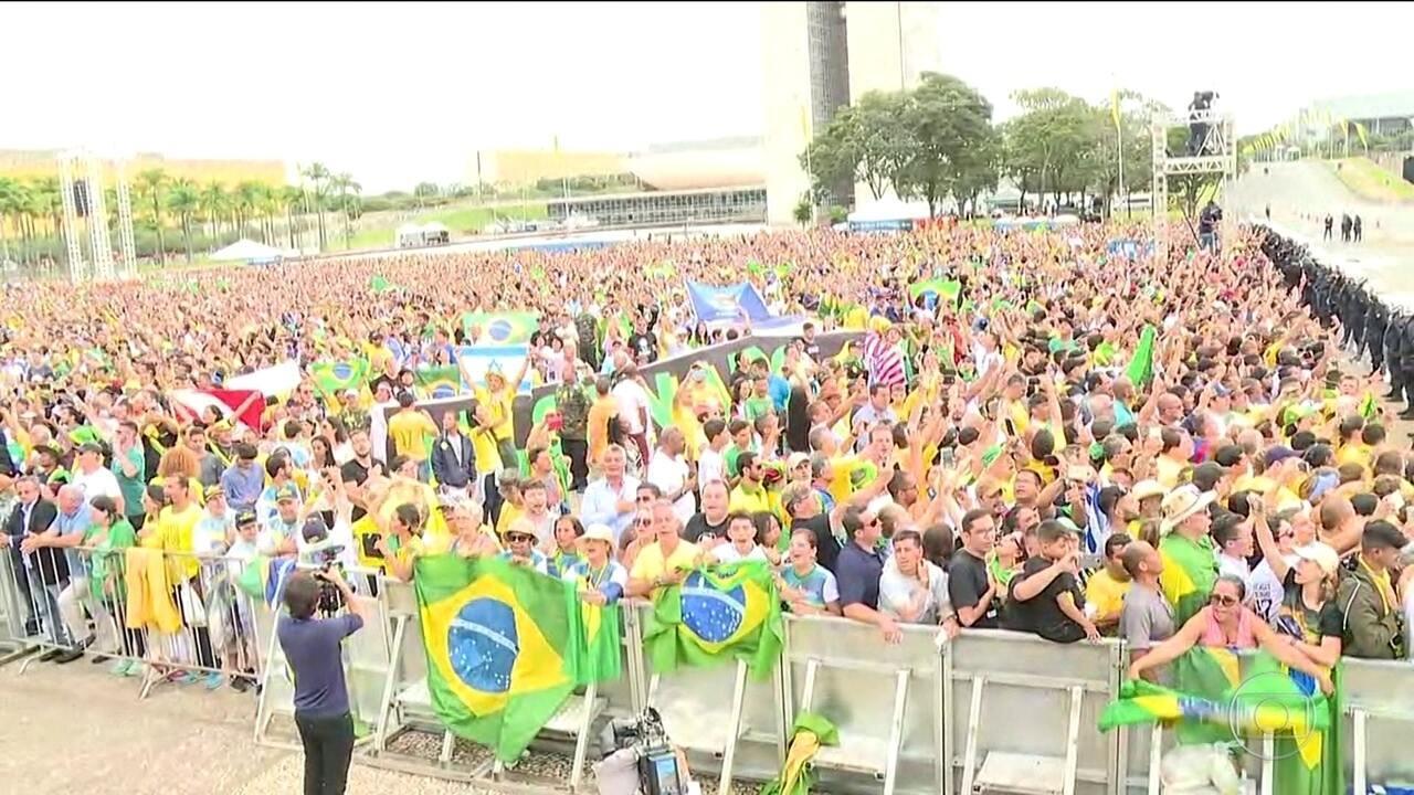 Verde e amarelo tomam conta da Praça dos Três Poderes durante posse de Jair Bolsonaro