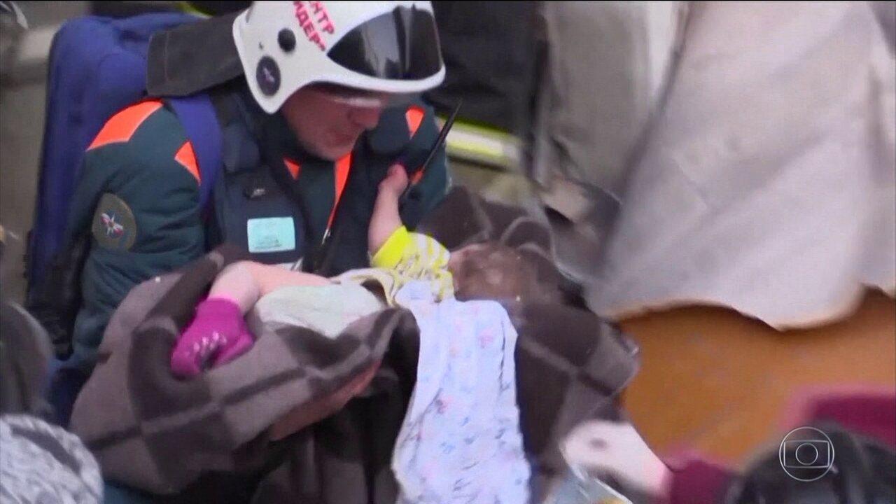 Bebê é salvo de escombros de prédio que desabou na Rússia
