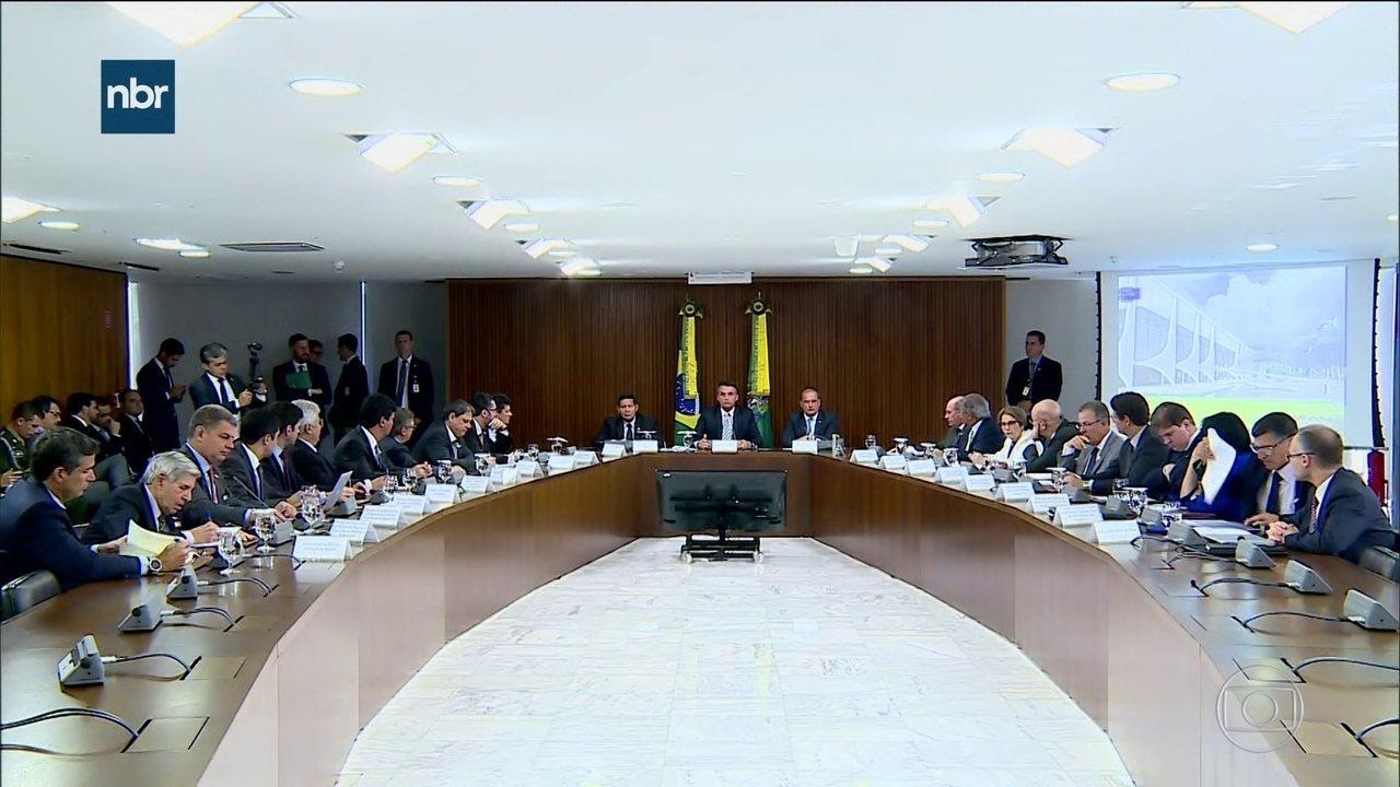 Bolsonaro faz 1ª reunião ministerial: pente-fino em conselhos e imóveis
