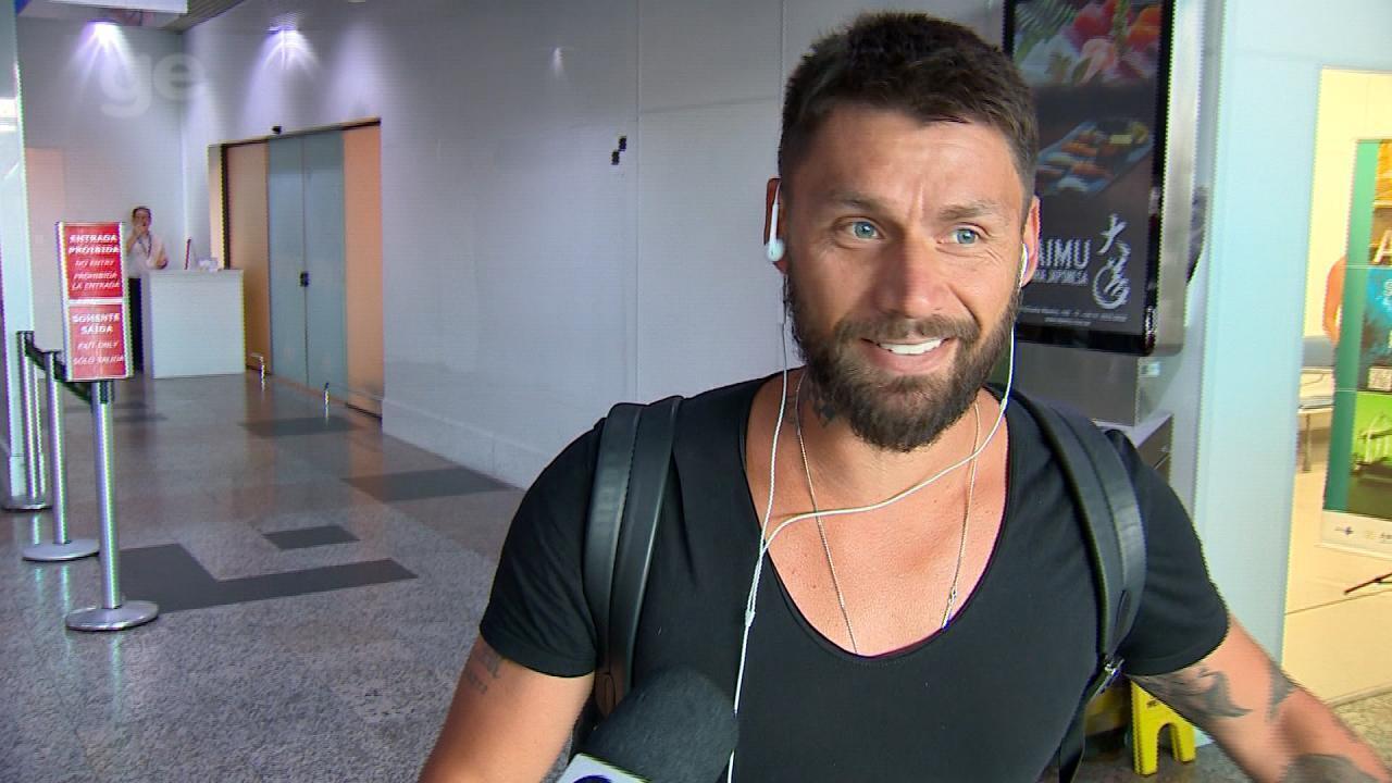 Rafael Sobis desembarca em Porto Alegre