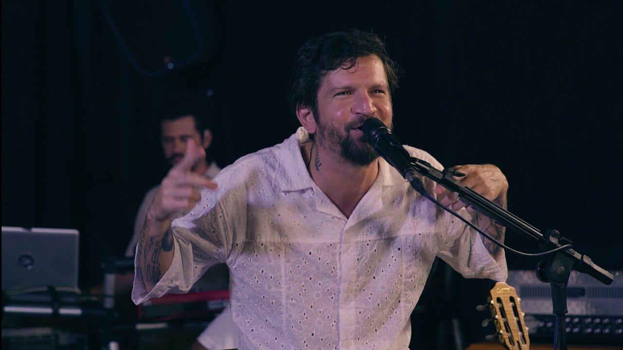 Cantor acredita que 'Chega Devagar' é a sua música do verão; ele interpreta a canção