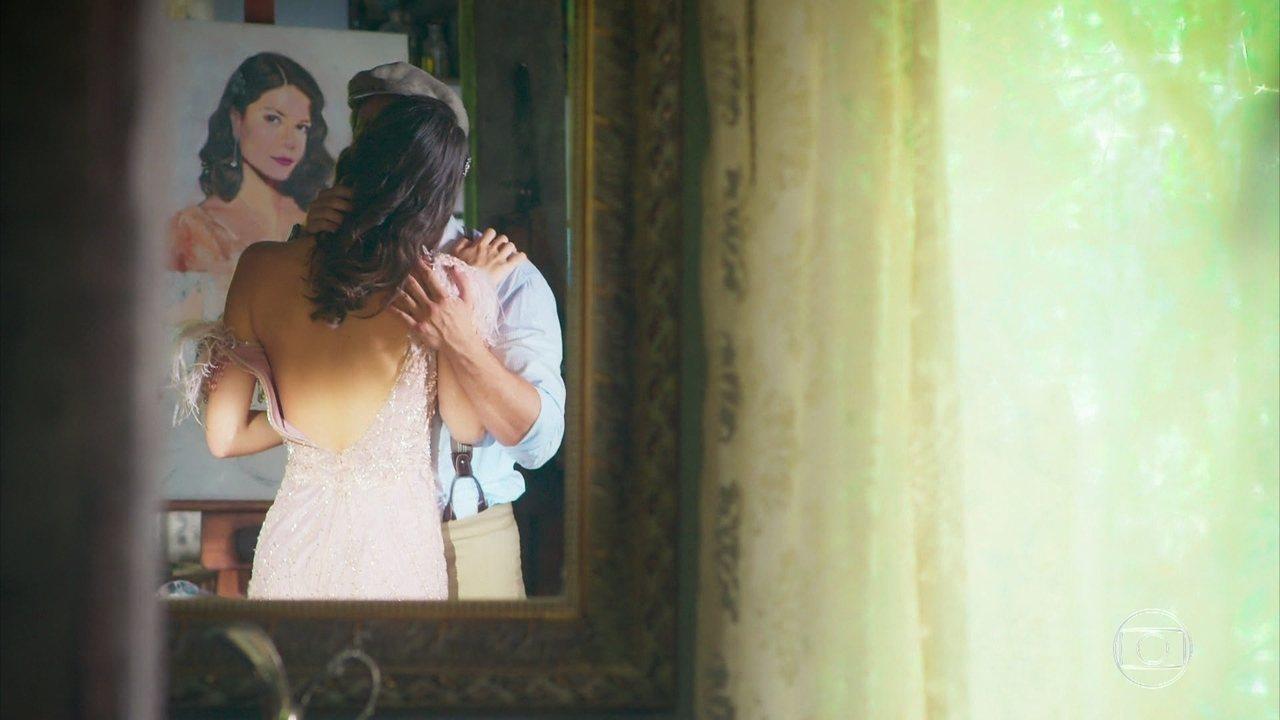Danilo (Rafael Cardoso) pensa em Julia (Vitória Strada) em 'Espelho da Vida'