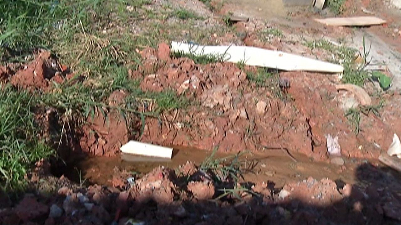 Falta de esgoto e asfalto causam problemas no bairro Jardim Layr