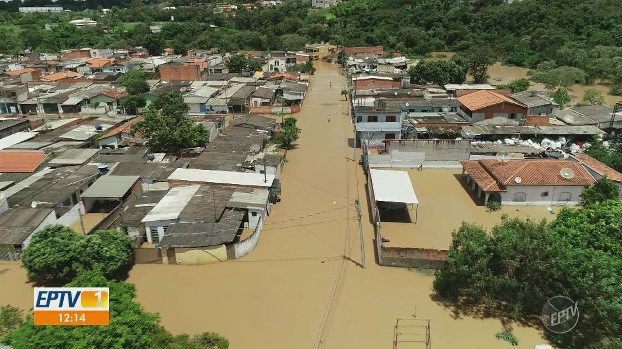 Após enchentes, limpeza no bairro Moreto, em Capivari, começa nesta terça