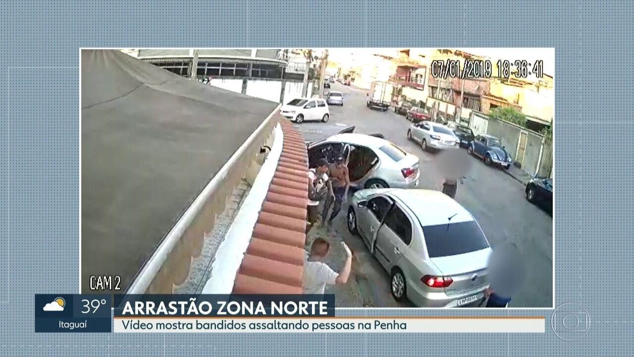 Bandidos armados rendem passageiros e motoristas na Zona Norte