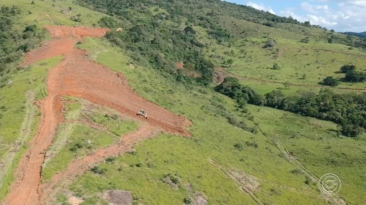 Prefeitura interdita aterro em construção por danos ambientais em Araçariguama