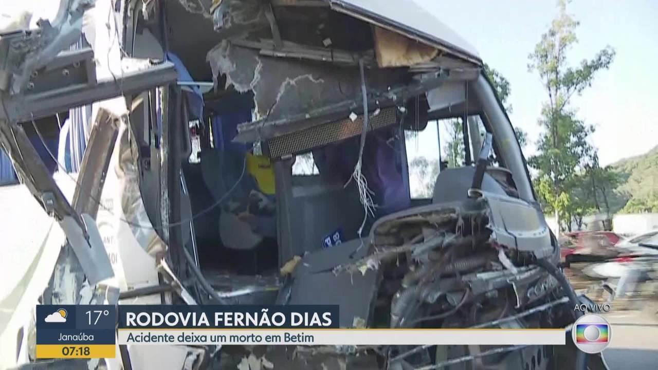 Batida entre ônibus e micro-ônibus deixa um adolescente morto em Betim
