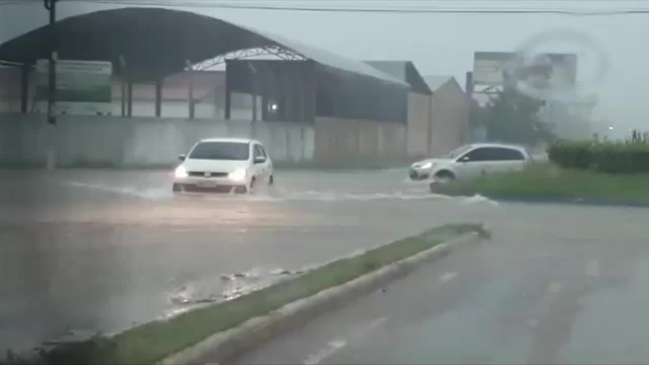 Ruas estão alagadas em Porto Velho