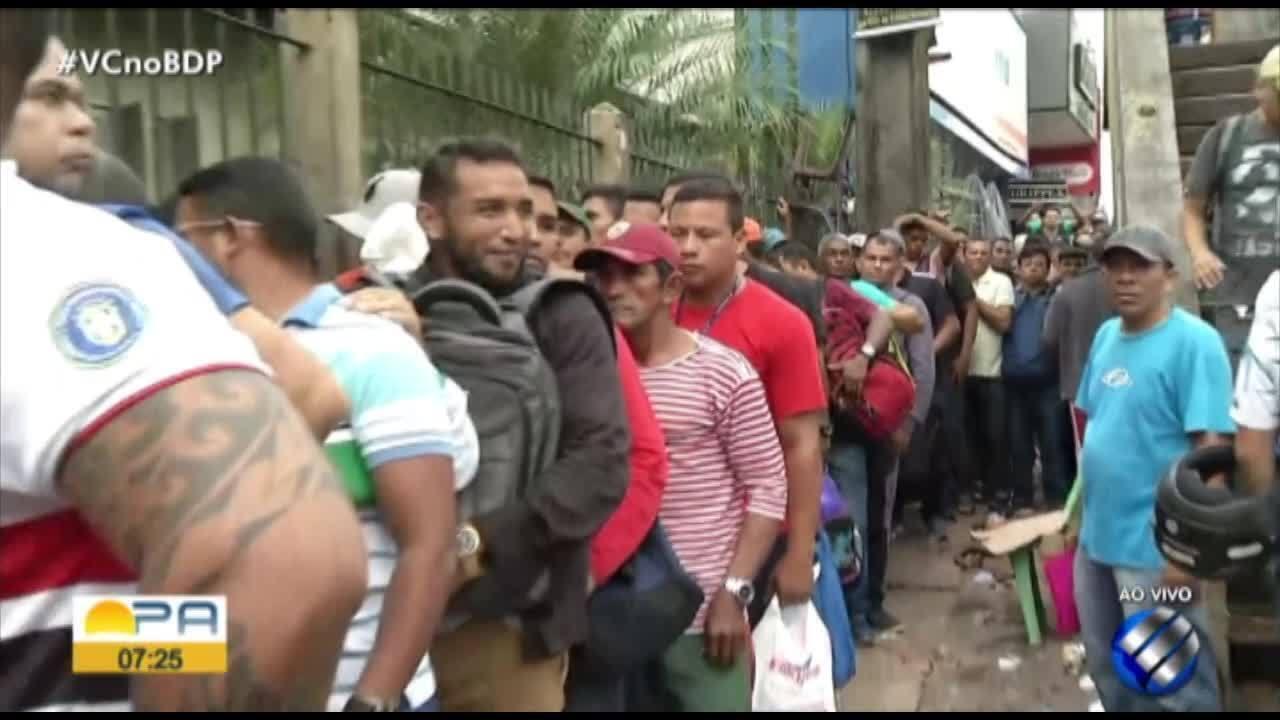 Trabalhadores fazem filas na Casa do Trabalhador na BR-316, em Ananindeua