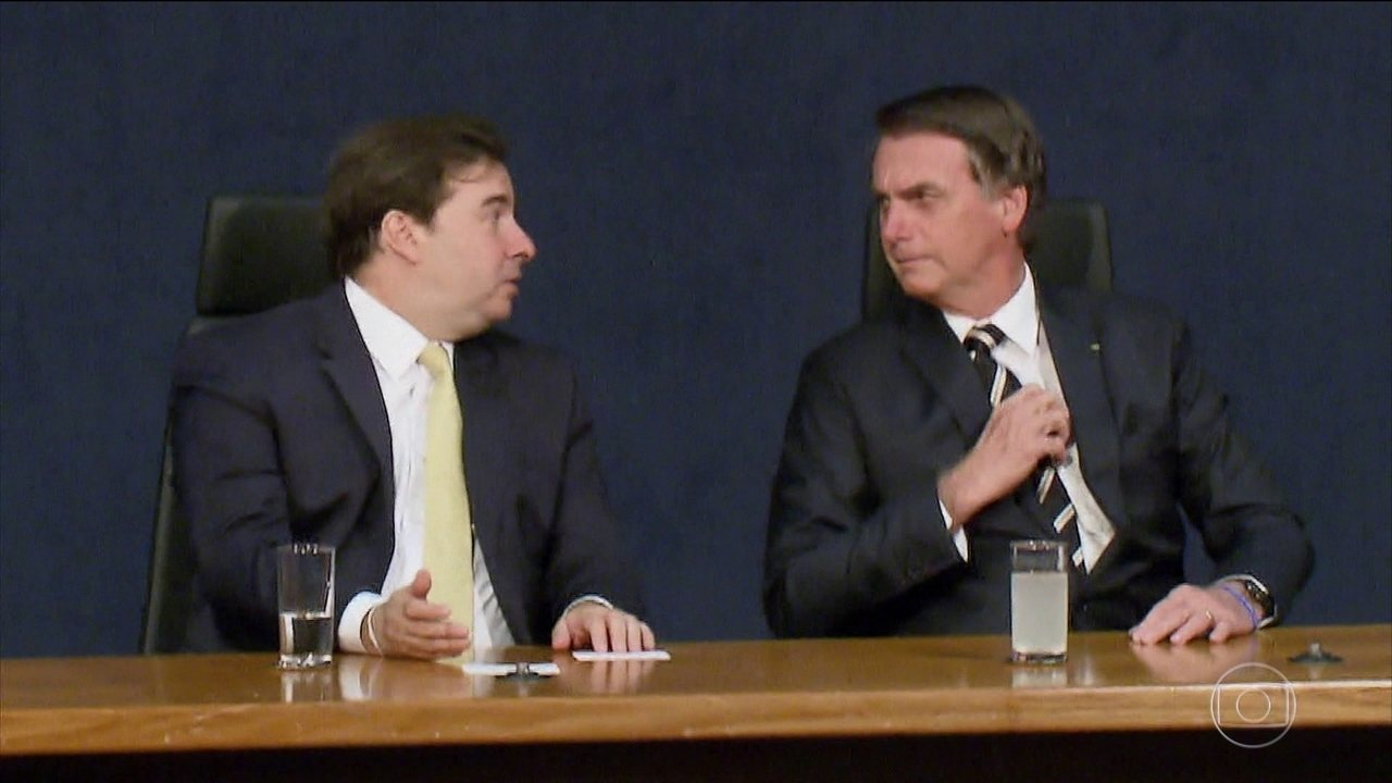 Resultado de imagem para Em bilhete, Bolsonaro pergunta a Maia se Collor é candidato