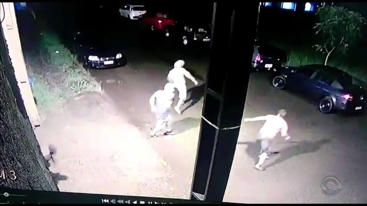 Criminosos arrombam portão de presídio em Passo Fundo