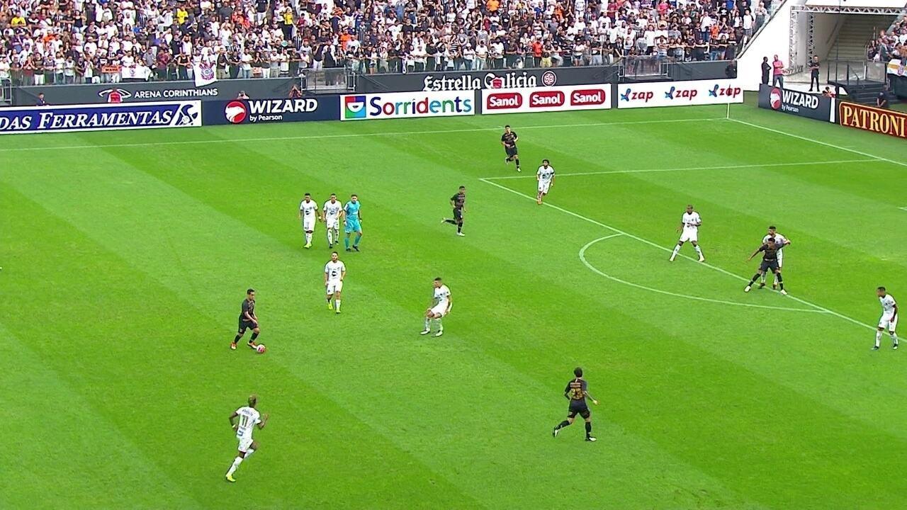 Erro de marcação do Santos quase resulta em gol do Corinthians: enquanto Alison avança para tentar recuperar a bola (o que é o certo), todos os outros da linha de zaga recuam, abrindo espaço no meio