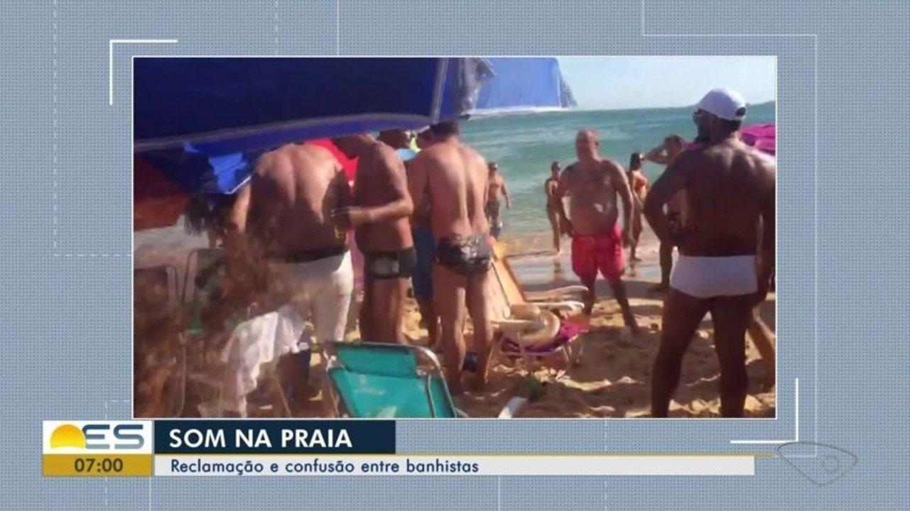 Som alto causa confusão na Praia da Bacutia, em Guarapari