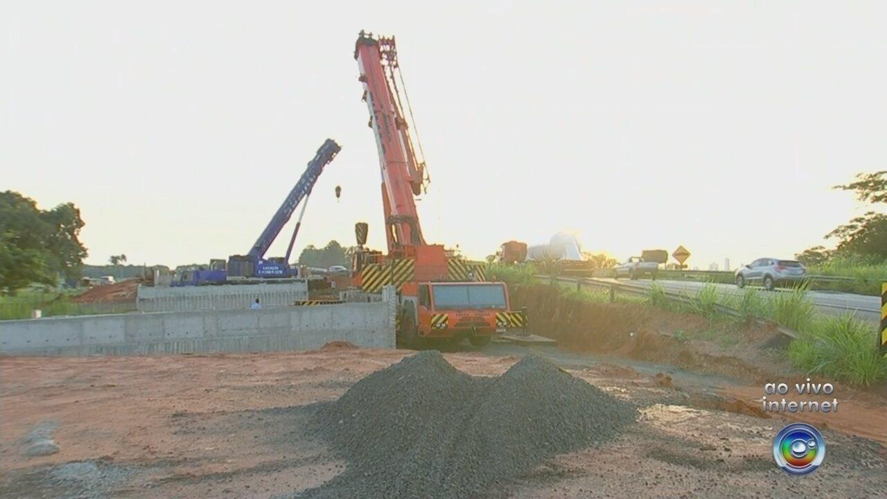 Instalação de vigas de viaduto interdita trecho da Feliciano Sales Cunha